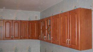Повесить шкаф в комнату и на кухню