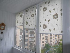 Установка рулонных штор на пластиковые окна в Мытищах